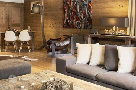 Villas and houses to rent in Val d'Isere. Traditional savoyard chalet with terrace, Jacuzzi, separate studio, in a famous ski resort, in Val D'Isere, French Alps, France