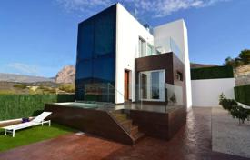 Property for sale in Finestrat. 3 bedroom modern villas with private pool, jacuzzi and garden in Finestrat