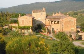 Luxury ancient villa with a swimming pool in Rapolano Terme, Tuscany, Italy for 1,060,000 €