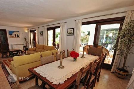 4 bedroom villas and houses to rent in Balearic Islands. Villa – Palma de Mallorca, Balearic Islands, Spain