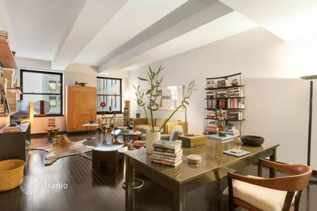 Property for sale in North America. Modern apartment in Financial District, New York, USA