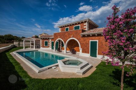 Houses with pools by the sea for sale in Croatia. Townhome – Tinjan, Istria County, Croatia