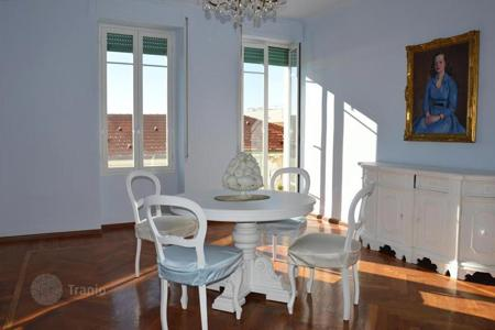 3 bedroom apartments by the sea for sale in Bordighera. Apartment with balconies and a view of the sea, at 30 meters from the beach, Bordighera, Italy