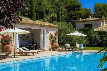 6 bedroom villas and houses to rent in Côte d'Azur (French Riviera). Beautiful villa overlooking the sea in Villefranche-sur-Mer
