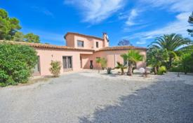 Cheap houses with pools for sale overseas. Beautiful villa with a landscaped garden and a swimming pool in a quiet area, Mougins, France