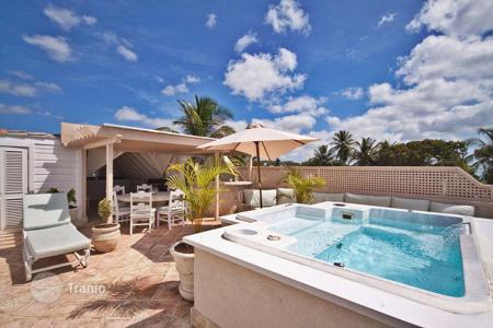 Villas and houses with pools by the sea to rent overseas. Villa - Saint James, Barbados