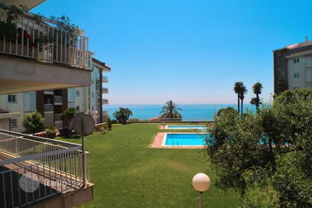 3 bedroom apartments for sale in Costa del Maresme. Ground floor with private garden closed the beach