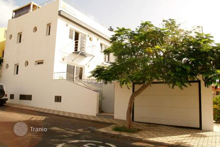 Commercial property for sale in Canary Islands. Apartment building – Arinaga, Canary Islands, Spain