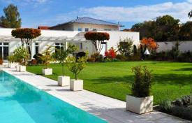 Luxury houses with pools for sale in Austria. Mediterranean villa in the heart of Europe — in the town of Braunau on the border with Germany