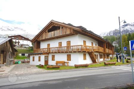 3 bedroom apartments for sale in Veneto. Apartment – Cortina d'Ampezzo, Veneto, Italy