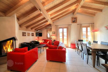 Cheap residential for sale in Megeve. Apartment – Megeve, Auvergne-Rhône-Alpes, France