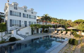 Luxury 3 bedroom houses for sale in Cannes. Exclusive villa with a pool, a garage, a parking and sea views, in a quiet area, Cannes, France