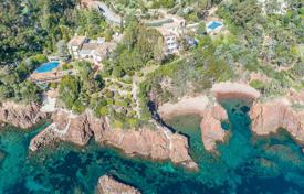 Luxury property for sale in Theoule-sur-Mer. Théoule-sur-Mer — Waterfront property