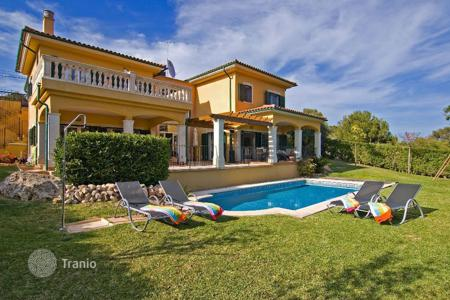 3 bedroom houses for sale in Balearic Islands. Comfortable villa with garden and pool in Cala Vinyes, Mallorca, Balearic Islands