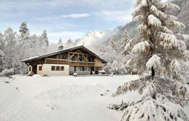 Residential to rent in Chamonix. Cozy two-storey chalet with views of Mont Blanc in Chamonix, France