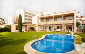6 bedroom houses by the sea for sale in Catalonia. Villa – Pineda de Mar, Catalonia, Spain