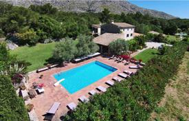 Houses for sale in Pollença. Renovated mansion with three guest houses, a large swimming pool and a tennis court, Pollenca, Spain