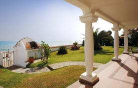Luxury 3 bedroom houses for sale in Andalusia. Frontline Beach Villa Marbella Costabella
