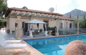 Houses for sale in Jumilla. Villa with a pool and a garden, Jumilla, Spain