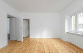 3 bedroom apartments for sale in Berlin. Apartment with a balcony in a renovated building of the 20th century in the popular Neukoelln district, Berlin, Germany