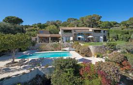 Luxury houses with pools for sale in La Colle-sur-Loup. Close to Saint-Paul de Vence — Splendid property