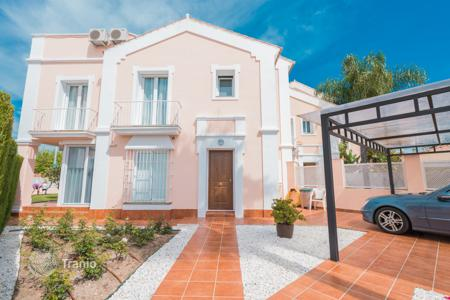 Townhouses for sale in Costa del Sol. Townhouse in San Pedro