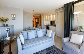 Apartments for sale in Menton. Comfortable apartment with a terrace, a sea view and a separate studio, in a small residence in Menton Garavan, Côte d'Azur