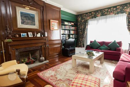 Apartments for sale in Bilbao. Spacious apartment with a fireplace and a terrace in the center of Bilbao, Spain