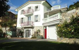 4 bedroom houses by the sea for sale in Ospedaletti. Villa in Ospedaletti, Italy
