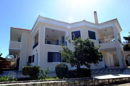 5 bedroom houses for sale in Administration of the Peloponnese, Western Greece and the Ionian Islands. Luxury villa area of 420 sqm for sale in Zakynthos, just 50 meters from the beach
