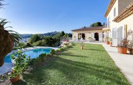 5 bedroom houses for sale in Cagnes-sur-Mer. Cagnes-Sur-Mer — Villa - Neo-Provencale — View On The Village