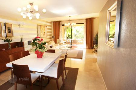 3 bedroom apartments for sale in Spain. Apartment with garden and pool in Estepona. SPECIAL OFFER for permanent residence or rental investment! Price reduced from 365,000 Euros!