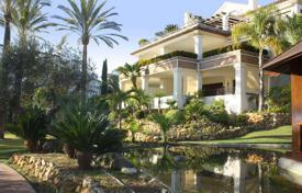 Luxury apartments with pools for sale in Andalusia. Three-bedroom apartment on the beach in Marbella, Andalusia, Spain