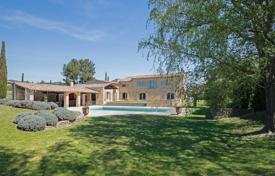 Residential for sale in Lourmarin. Close to Lourmarin — Elegant farm