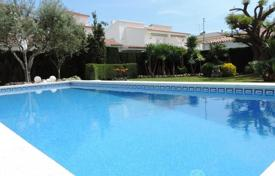 4 bedroom villas and houses by the sea to rent in Catalonia. Villa – Cambrils, Catalonia, Spain