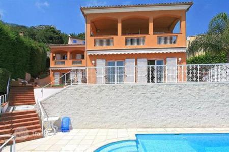 Houses for sale in Beausoleil. Charming villa with sea views in Beausoleil