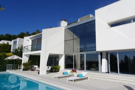 Villas and houses by the sea for rent with swimming pools in Costa Brava. Spectacular villa with all the necessary luxuries