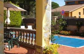 Cheap residential for sale in Costa Brava. House in Urbanization La Goba (Vidreres)