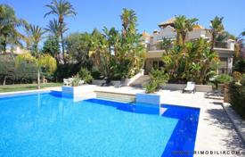 Luxury 4 bedroom houses for sale in Malaga. Exclusive Villa beachside Marbella