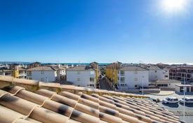 Property for sale in La Marina. Penthouse with sea views in La Marina, Elche