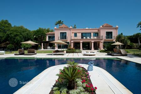 Luxury houses with pools for sale in Estepona. Mansion for sale in El Paraiso Barronal, Estepona