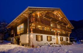 Villas and houses to rent in Arâches-la-Frasse. Three-storey chalet with private parking and a sauna in the ski resort of Flaine, Arash la Fras, France