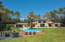 Luxury 6 bedroom houses for sale in Côte d'Azur (French Riviera). Stylish villa in Mougins, France. Guest house, independent studio, spacious terraces, swimming pool and spa