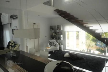 Luxury houses with pools for sale in Costa Blanca. Villa in La Zenia