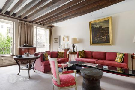 Luxury 2 bedroom apartments for sale in Paris. Paris 6th District — Quai des Grands Augustins
