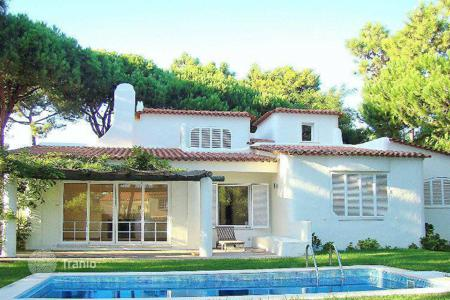 Houses with pools for sale in Lisbon. Villa - Cascais, Lisbon, Portugal