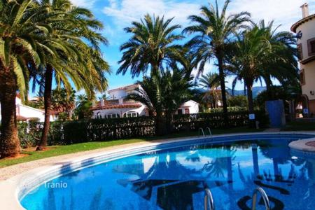 Cheap 2 bedroom houses for sale in Costa Blanca. Villa - Denia, Valencia, Spain
