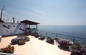 Coastal houses for sale in Lazio. Villa – Lazio, Italy