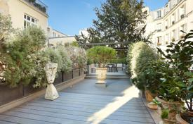 Property for sale in Ile-de-France. Paris 6th District – A 4/5-bed apartment with an 80 m² terrace