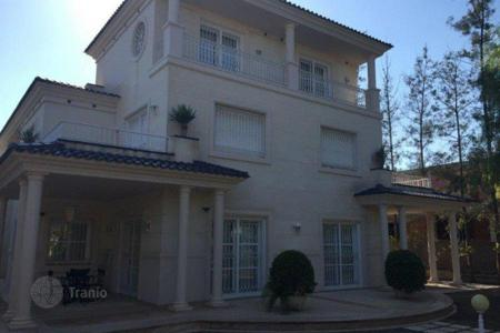 5 bedroom houses for sale in Elche. Villa of 5 bedrooms with private pool, large terrace and gym in Elche